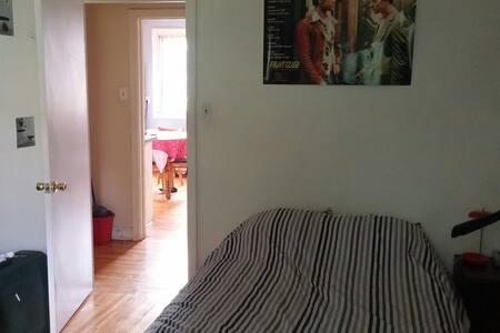 Chambre#1 ds un bel appart lumineux - Montréal - Apartment