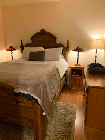 Lovely Room in Private Wing w/a new Mattress