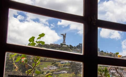 Heart of Old Quito Next to La Ronda. Fast internet