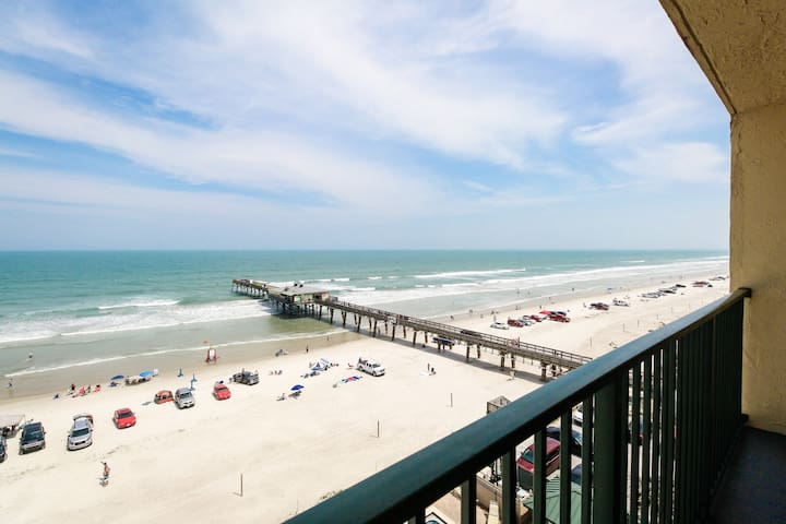 Bright and airy oceanfront condo w/ pool, hot tub, & balcony - snowbirds welcome