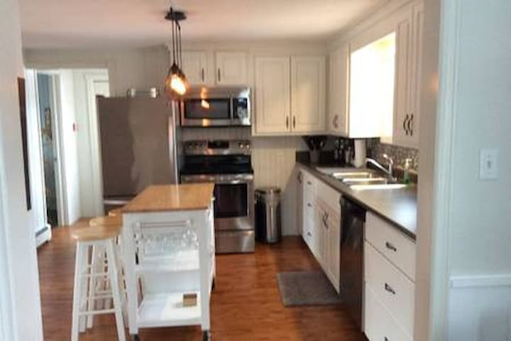 Beautiful 3 Bed 2 Bath - Home away from Home