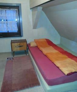 Zimmer im Zentrum der Daimlerstadt - Schorndorf