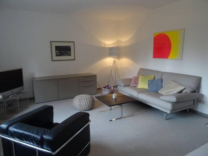 Gehobene Zweizimmer-Wohnung in ruhiger Villenlage
