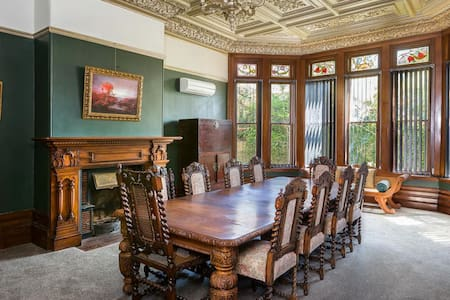 Suite 2 - Historical Gem in the City - Dunedin
