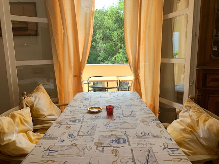 Cosy Holiday Apartment with Balcony, Air Conditioning & TV