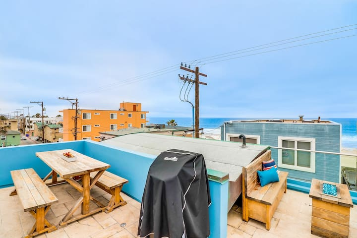Steps From The Beach w Rooftop Deck & Ocean Views!
