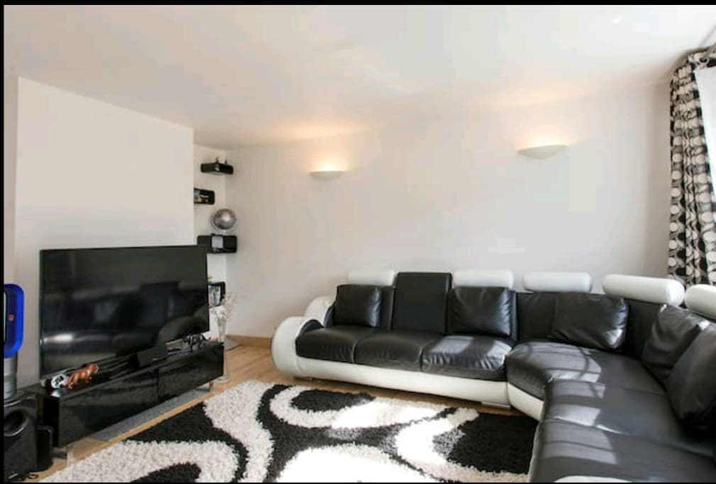 """Sitting room with 55"""" TV"""