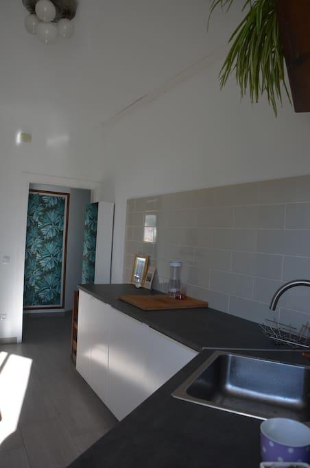 From the kitchen to the hall - Desde la cocina al pasillo