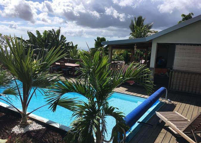 Bungalow cosy avec piscine surplombant l'océan🌴☀️