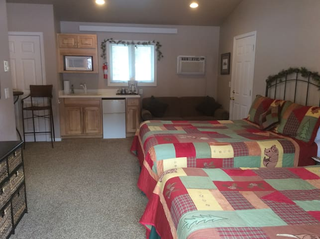 Pine Room-Double Diamond Ranch - Hill City - Andre