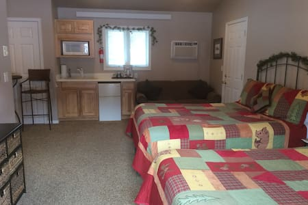 Pine Room-Double Diamond Ranch - Hill City