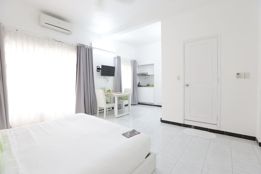 The room is Fully Furnished with Free Wi-fi, Air Conditioning, Wardrobe and Plasma TV.