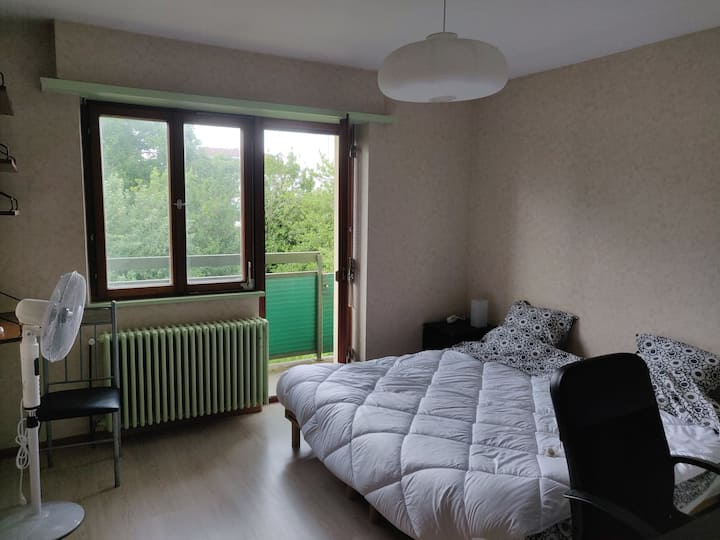 Bedroom for 2 in house with garden, near tram