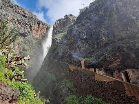 Ancient Cave experience in Calhau da Lapa