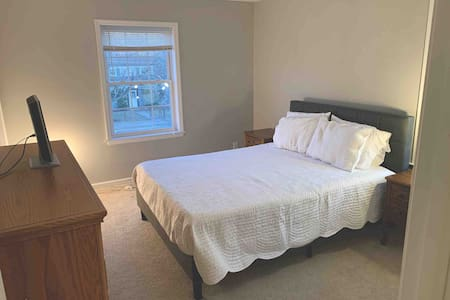 Cozy Room minutes from Downtown Somerville and RWJ