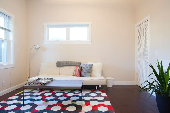 New, Lovely w/ Patio - 30 Min to SF