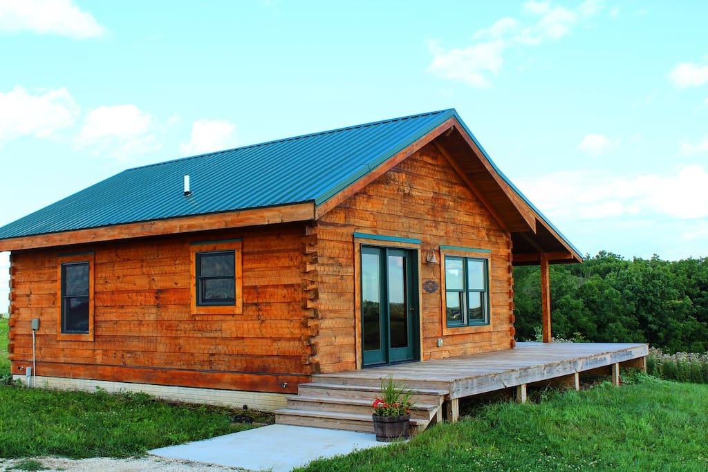 luxury cabin outside of decorah cabins for rent in