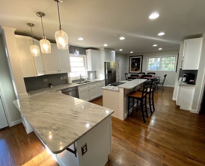 4 Bed 3 Bath Renovated w/Pool 2 miles from UGA
