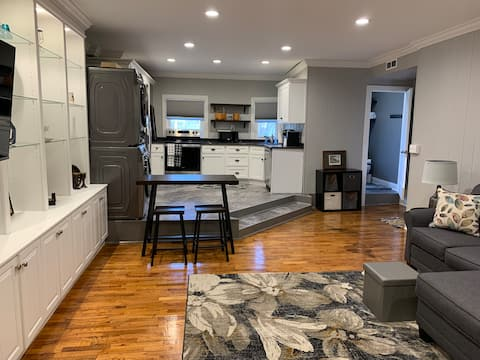 Modern Remodeled Downtown Midway Studio