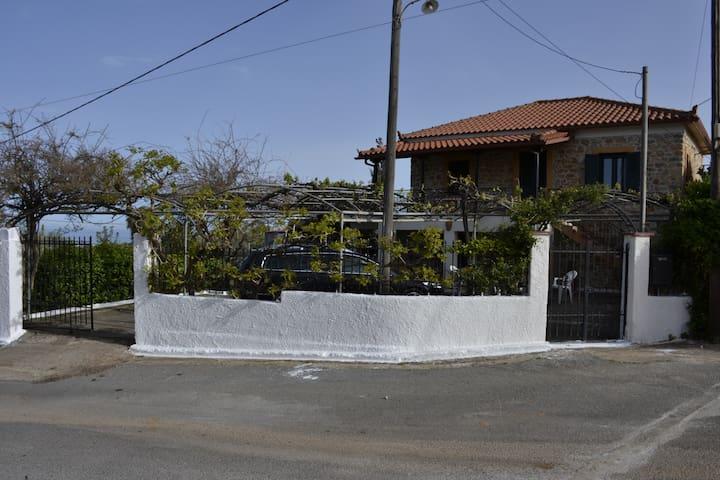 Lovely cottage in a quiet Greek village