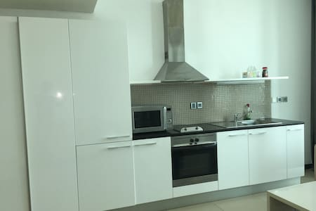 Furnished Studio appartment AED 400/Per day-Dubai. - Dubai - Apartment