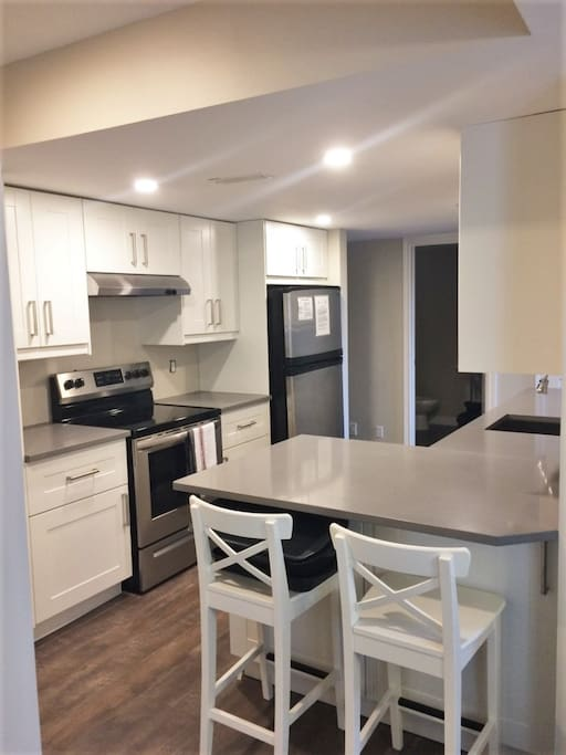 KITCHEN RENOVATION COMPLETED MAY 2018! Well equipped kitchen with quartz counter tops, breakfast bar, dishwasher, pantry and everything you need to prep easy meals during your stay.