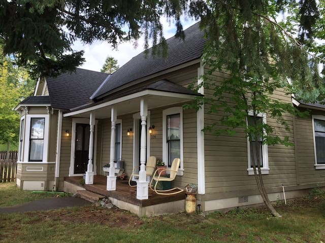 Charming Victorian- 3 Master Suites - Roslyn - Hus