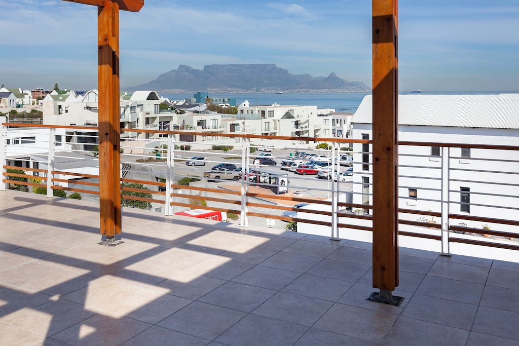 Table Mountain from viewing point at apartment
