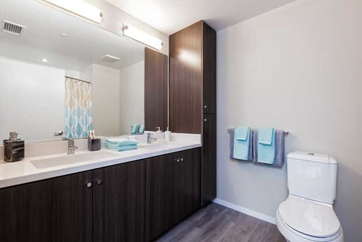 Live in style at our beautiful Dogpatch apartment