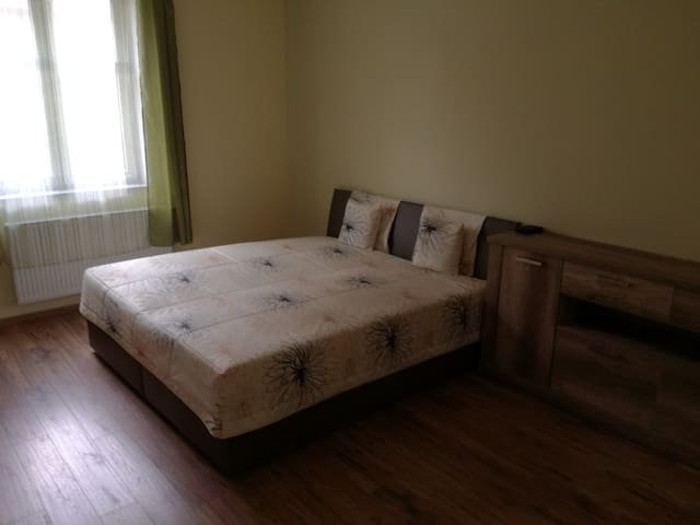 Quiet appartment 10min. from city center - Košice - Apartament