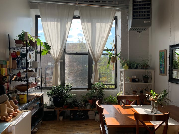 Sunny Loft in Brooklyn next to Bedford L Stop