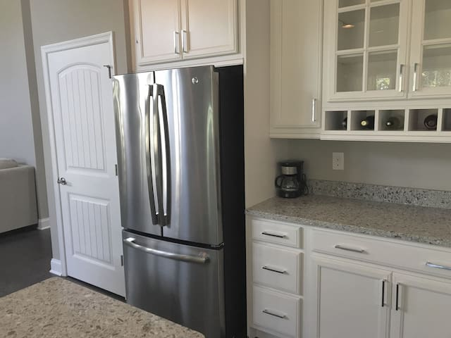 Your Gourmet Kitchen w New Stainless Steel Appliances, Granite Countertops