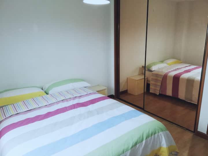 Habitación amplia-Cama Grande-Residencial Loranca