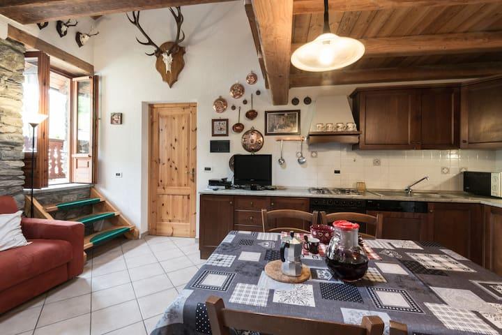 Casa storica in pietra e legno