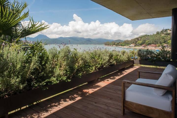 Casa con Alberca y Jacuzzi. Con acceso a Lago.