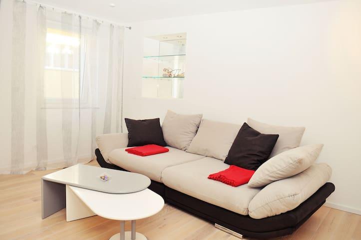 Ferienwohnung FeineNatur, (Bahlingen am Kaiserstuhl), Ferienwohnung, 76qm, 1 Schlafzimmer, max. 2 Personen