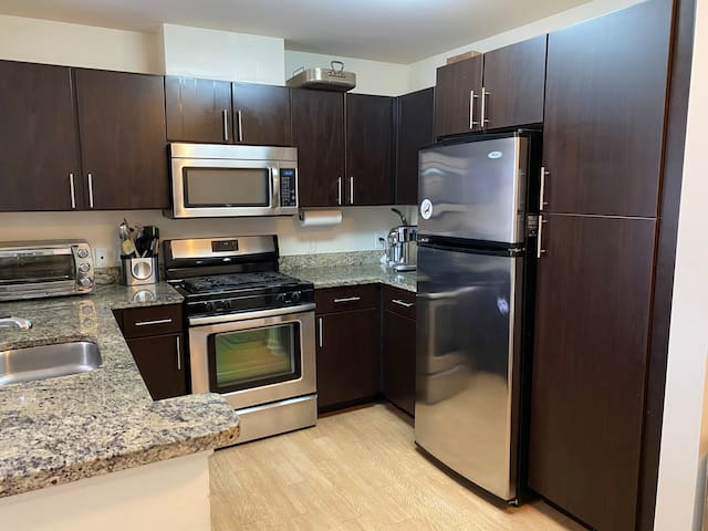 Modern townhouse/Luxury complex, 45 Min to NYC