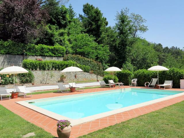 Apartment Tenuta La Fratta for 4 persons