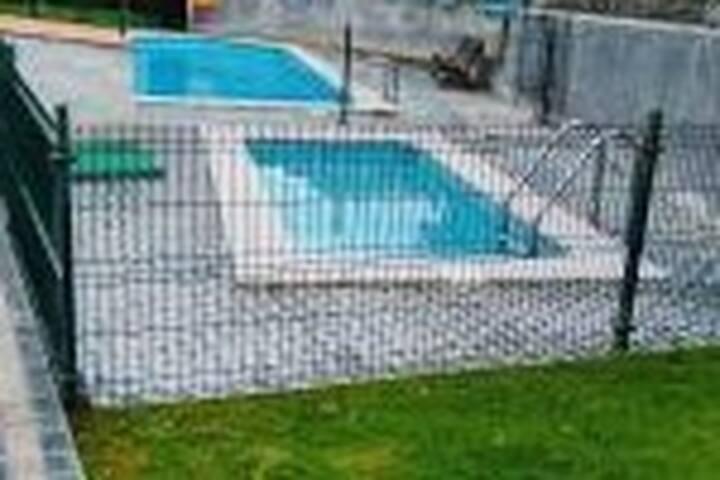 Ático con piscina en urbanización  900m 2 playas