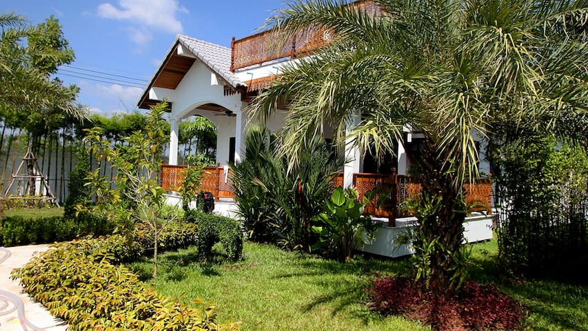 Exquisite villa on the coast near Ban Phe