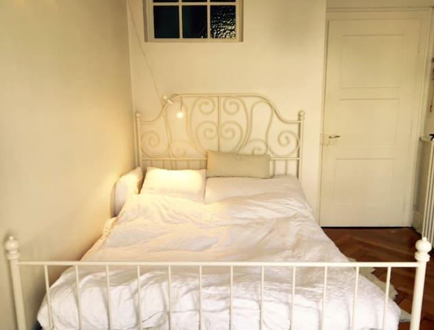 Schöne und zentrale Altbauwohnung - Biel - Condominium