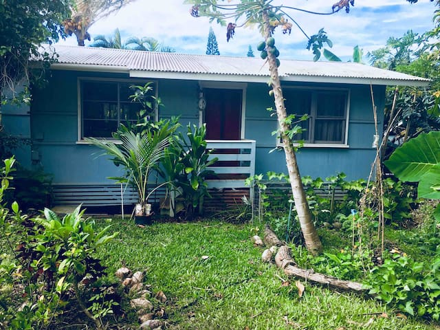 Sweet 1 bedroom 1 bath Cottage in center of Hāwī