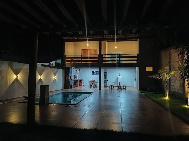 Casa nova ampla com piscina aquecida bem situada