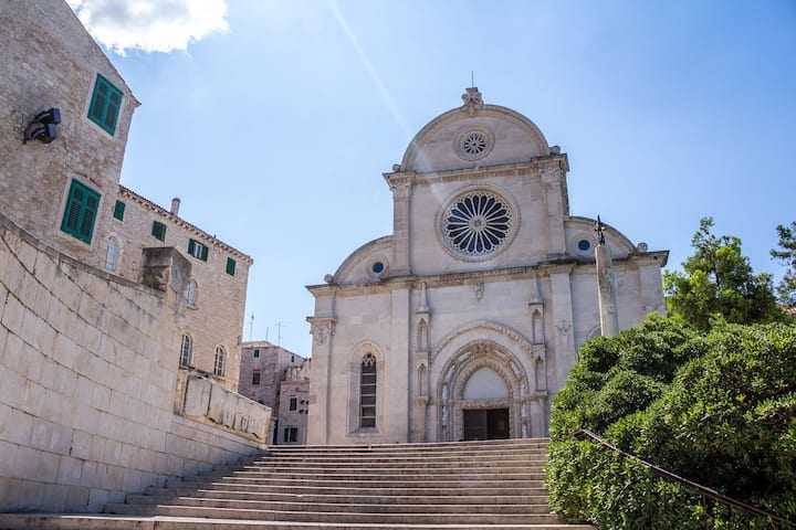 Guided tour of the UNESCO St. James
