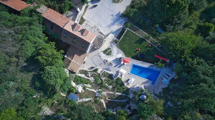 Villa Stone(exceptional privacy,heated pool)