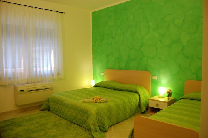 b&b - Green Quiet- cinque terre (camera 3 letti)