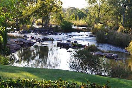 Dancing River - Parys