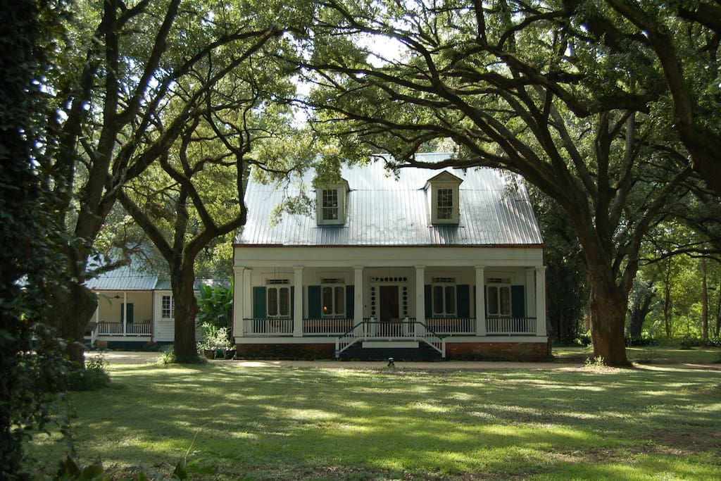 170 year old Plantation Cottage - Guesthouses for Rent in ...