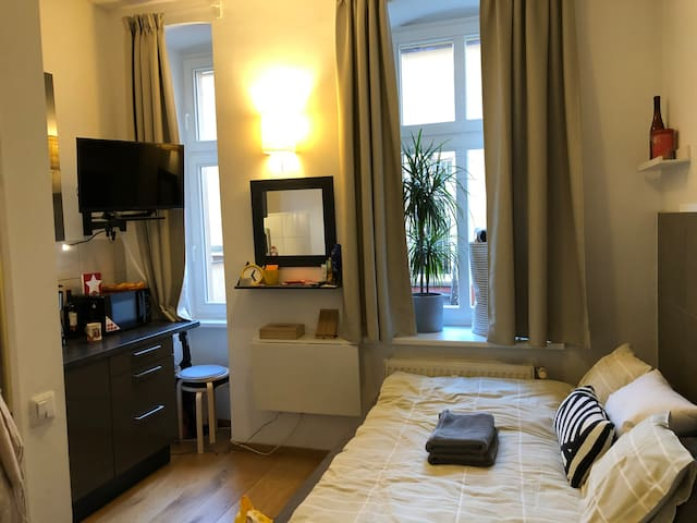 Own separate Apartment/TV/WLAN/Kreuzberg