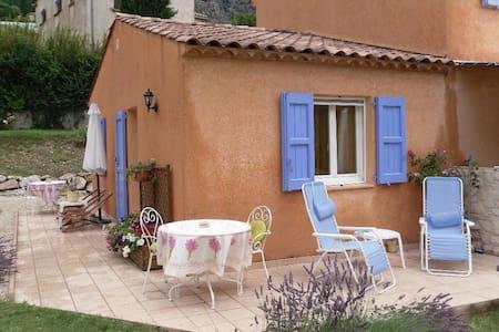Chambre double avec petits dejeuner - Moustiers-Sainte-Marie - ที่พักพร้อมอาหารเช้า
